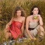 Two beautiful slavonic girls on picnic — Stock Photo #8468374