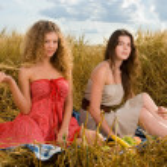 Two beautiful slavonic girls on picnic — Stock Photo #8468577