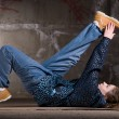 Hip hop dancer in modern style over brick wall - Stockfoto