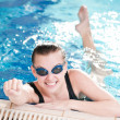 Woman in black goggles in swimming pool — ストック写真