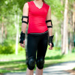 Beautiful woman rink on rollerskate in park - Foto Stock