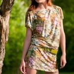 Beautiful young fashion woman posing outdoor — Stock Photo
