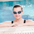 Woman in black goggles in swimming pool - Стоковая фотография