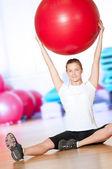 Femme faire des exercices de remise en forme au gymnase de sport — Photo