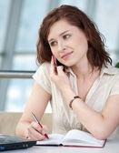 Mulher de negócios telefone anotando — Foto Stock