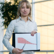 Young businesswoman show charts — Stock Photo