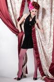 Zbliżenie portret pozowanie z tkaniny silck kobieta moda — Zdjęcie stockowe
