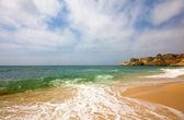 在阿尔加维,葡萄牙南部海滩的普拉 da marinha — 图库照片