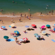 ALGARVE, PORTUGAL - JULY 28: crowded beautiful beach at Falesia, — Foto de Stock