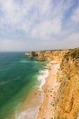идиллический дикий пляж в летнее время. алгарве, португалия. — Стоковое фото
