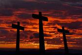 Siluet gökyüzü günbatımı haçlar — Stok fotoğraf