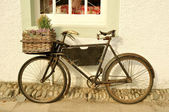 Old Fashioned Delivery Bicycle — Stock Photo