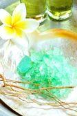 плюмерия и ванна соли — Стоковое фото