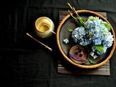 Blue hydrangea with incense — Stock Photo