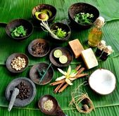 Asian spa supplies on banana leaf — Stock Photo