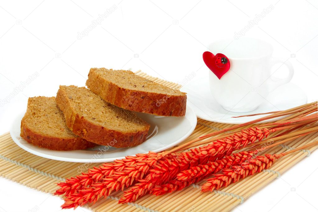 Slices of bread and empty cup with a heart — Stock Photo #8389509