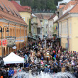 Main square of Brasov city from Transylvania after Junes Parade — Stock Photo