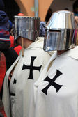 Medieval warriors on street of Brasov — Stock Photo
