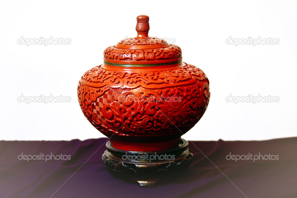 Ethnic red chinese vase over textile material — Stock Photo #8050831