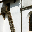 Wooden stairs to a fortified church from Transylvania — Stockfoto