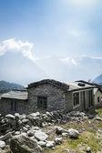 ヒマラヤ山脈のローカル家のビュー — ストック写真
