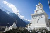 Monumento budista en las montañas del himalaya — Foto de Stock