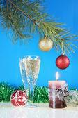 Neujahr-stilleben vor dem blauen hintergrund — Stockfoto