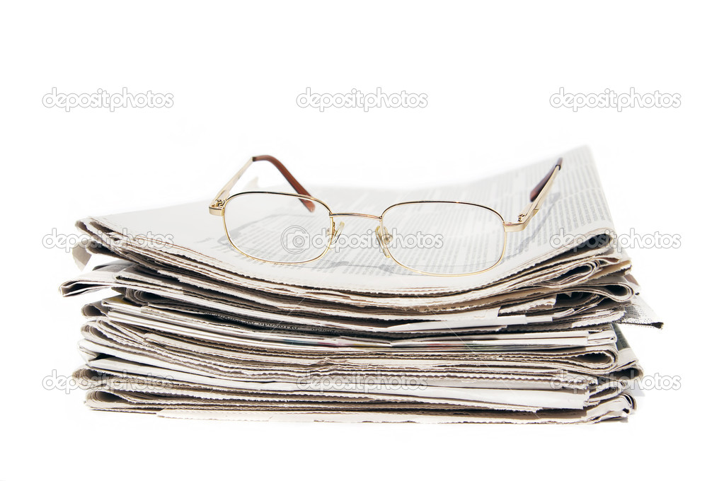 Big pile of newspapers and glasses — Stock Photo #8169008