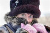 Cold weather. The woman muffles up in a fur collar — Stock Photo