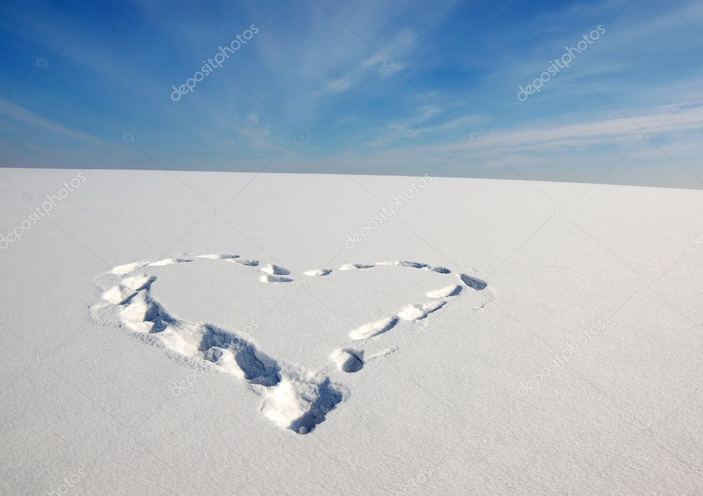 Heart on the snow — Stock Photo #9234599