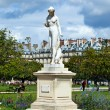 Marble statue(nymphe) and ferriw whell in Tuileries garden, Pari — Stock Photo