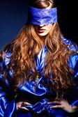 Flicka med spetsar mask. — Stockfoto