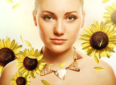 Attractive beautiful woman with accessorize and helianthus — Stock Photo