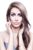 長い髪かわいい美しい女性 — ストック写真