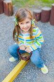 Zadowolony ładny dziecka, zabawy na placu zabaw — Zdjęcie stockowe