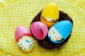 Cupcakes Hatch from Easter Eggs — Stock Photo
