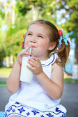 Girl drinking a milkshake through a straw — Stock Photo