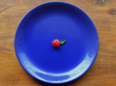 Raspberry on the blue plate — Stock Photo