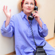 The housewife speaks on the phone — Stock Photo