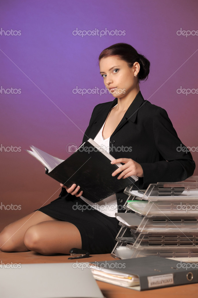 Beautiful business woman with a folder — Stock Photo #8880977