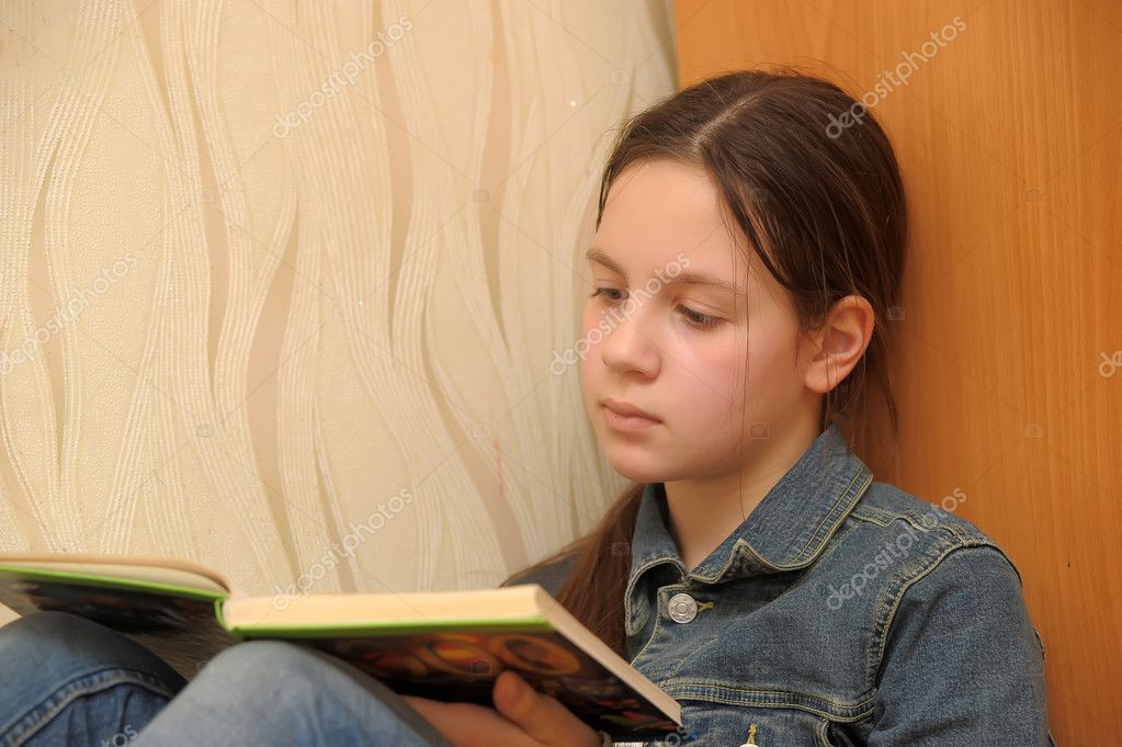 Girl reading book  Stock Photo #9017362