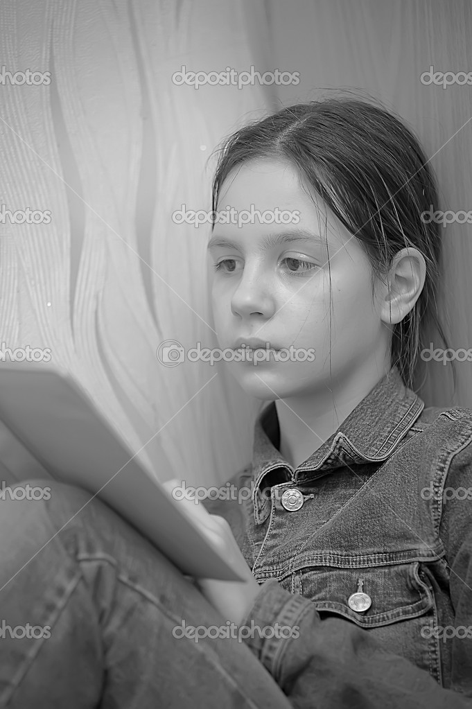 Girl reading book  Stock Photo #9017395