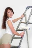 The girl is the house painter — Stockfoto