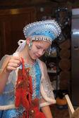 迷人的小女孩,在 kokoshnik 中的特写肖像 — 图库照片