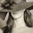 The woman in a wide-brimmed hat — Stock Photo