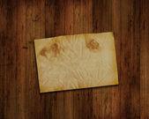 グランジ ウッドの背景に古い紙 — ストック写真