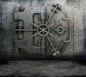 Intérieur de grunge avec coffre de banque — Photo
