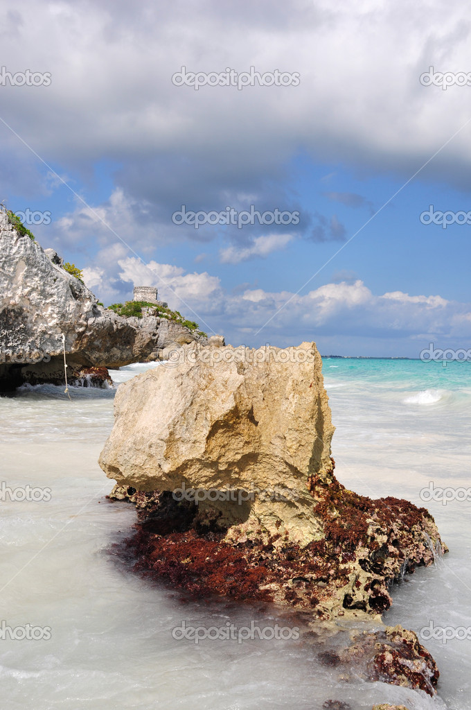 The archaeological site of tulum in mexico — Stock Photo #10355191