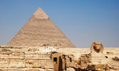 The sphinx and the pyramid of cheope — Stock Photo