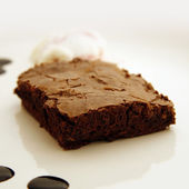 Brownie with Ice Cream and Chocolate Syrup Served on a Plate — Stock Photo